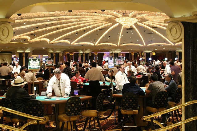8 Essential Habits for Becoming a Professional Poker Player