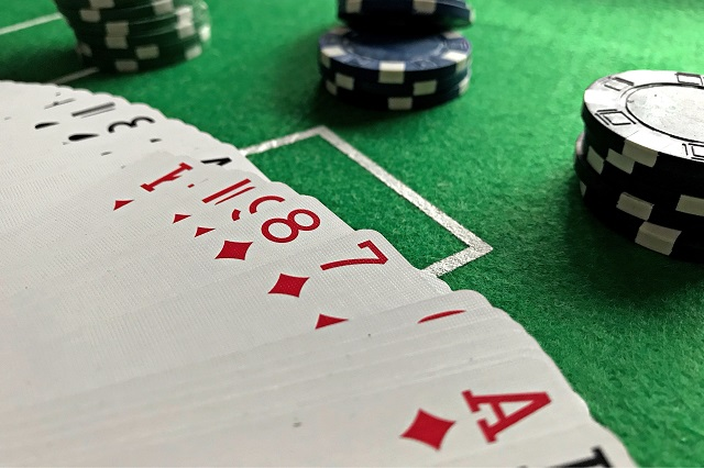 Why You Should and Should Not Simplify Poker Strategies